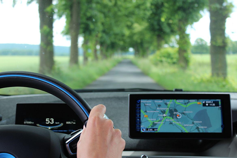 Ausblick aus einem E-Auto.